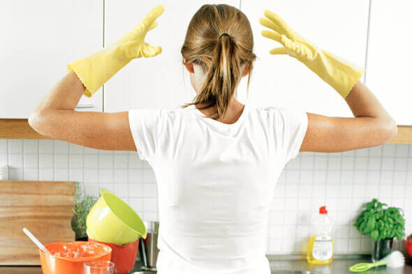 woman-home-cleaning-dishes-frustrated-590jn012811